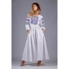 Жіноча довга біла сукня з синім квітковим орнаментом (5418)